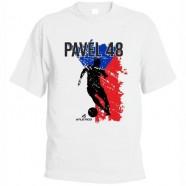 Bílé tričko s českou vlajkou a fotbalistou, s možností volby vlastního jména a čísla - motiv 1